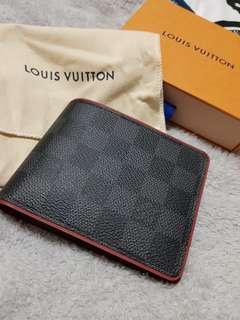 Louis Vuitton Men's Wallet 9.8/10 conditions