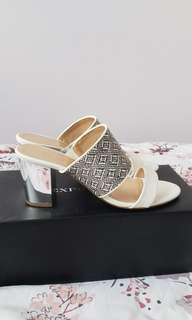 Expression sandals
