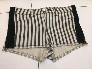 H&M hotpants black n white