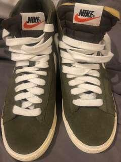 New vintage Nike size 8