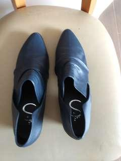 Korean leather shoes