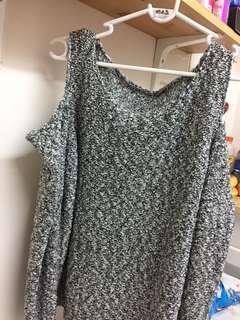 Off shoulder winter sweater(M-L size)