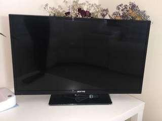 Soniq 28 inch TV + Remote