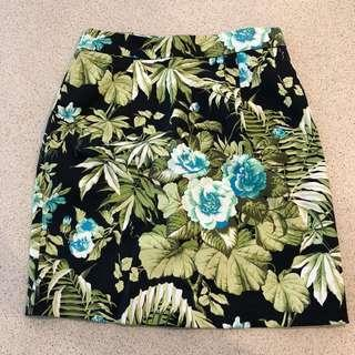 Neve - floral mini skirt - Size 6