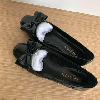 Pazzion black leather shoes