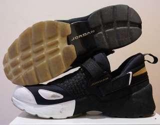 Nike Mens Jordan Trunner LX BHM Black/Gold-White Neoprene