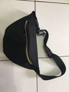 Waistbag hitam