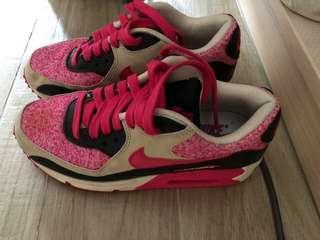 Nike 粉紅色波鞋