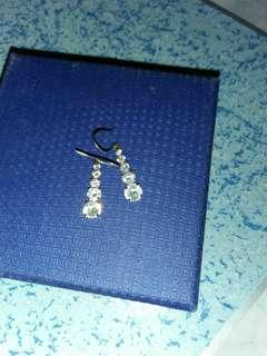 14k white gold Japan Dangling earrings