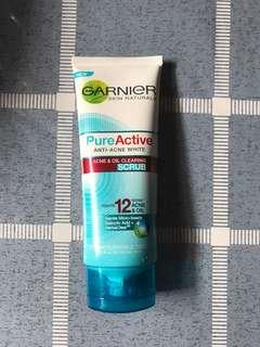 Garnier Pure Active Anti-acne White Acne & oil clearing scrub