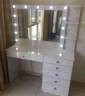 Dressing Table With Mirror/Vanity Mirror