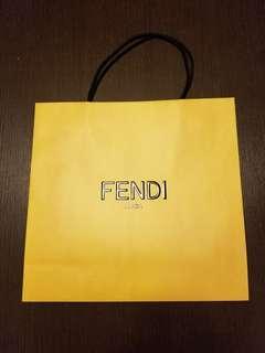 "Fendi大紙袋 (全新) 16.5""x16"" x 5.5"" 底"