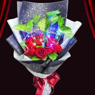 [FREE DELIVERY] 12 Red Roses & Syngonium Foliage with LED Lights Hand-bouquet (003-RR)