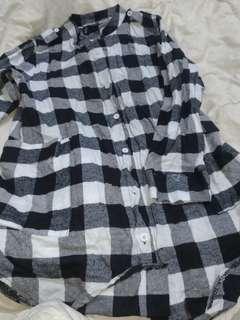 黑白格紋口袋長版襯衫-棉質