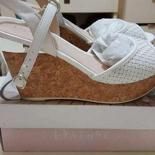 DAPHNE達芙妮白色增高楔形鞋