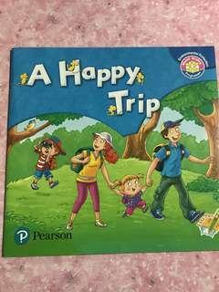 二手幼稚園教科書: 幼稚園英文教科書故事書 A Happy Trip.  by Pearson可用Easy Pen
