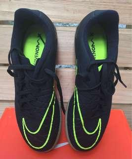 Junior Size US 5Y Futsal shoes Original Nike Hypervenom X