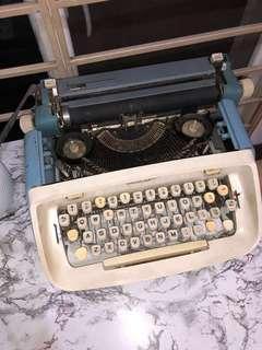 ROYAL BLUE AND WHITE TYPEWRITER