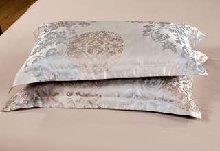 🚚 2 pieces set as shown - silk pillow case
