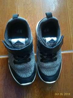 H&M kids  100% Authentic Size- 1.5 to 2 yrs old Condition- (used) 8/10 good condition 500 only