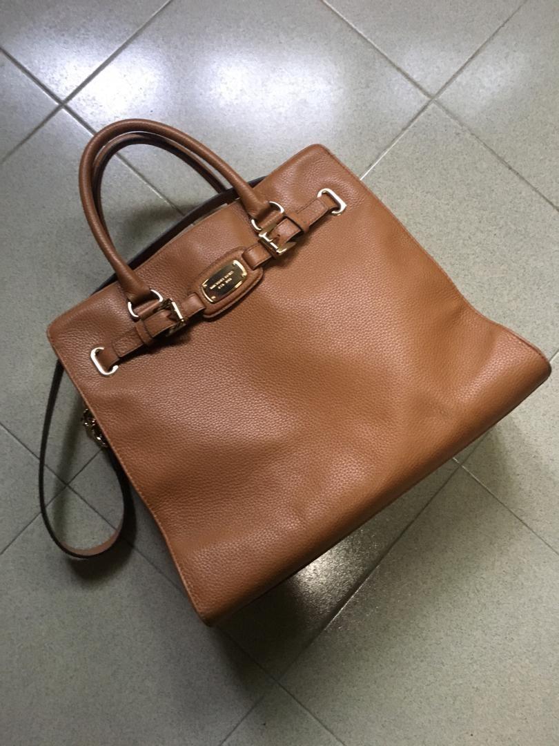 e7a046f91 MK Hamptons Tote, Women's Fashion, Bags & Wallets, Handbags on Carousell