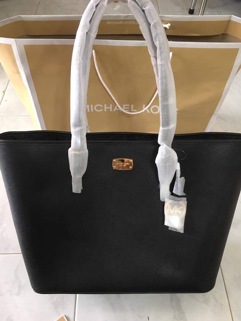 459f0f932db5db MK Michael Kors Tote Bag Authentic, Women's Fashion, Bags & Wallets ...