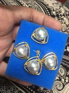 Set with pendant south sea pearls