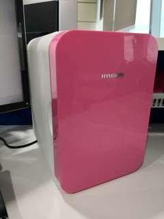 Mini cooler refrigerator for desktop