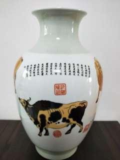 Pictures five cows vase
