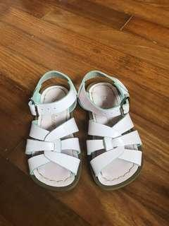 Saltwater sandals for girls