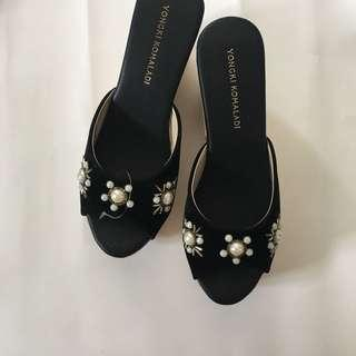 Wedges with beads