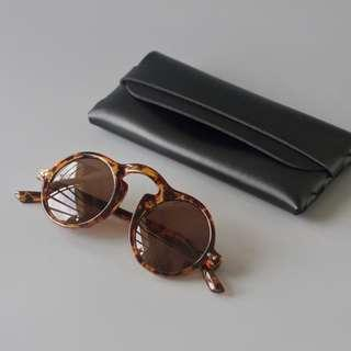🚚 Vintage-inspired Unisex Round Tinted Sunglasses for Hipsters!