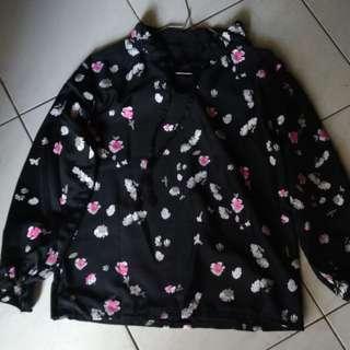 blouse/ Blouse wanita / Baju Luaran / Luaran Wanita / Blouse Korea / Blouse Murah / Blouse Simple/ Outer Wanita/ baju kuliah/ baju kerja/ baju kekinian/ korean dress/ kemeja kantor/ blouse formal/ blouse kerja/ blouse kuliah/ blouse kantor/ korean blouse