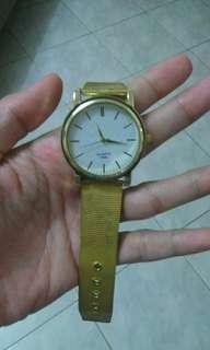 Jam quarts tangan wanita gold