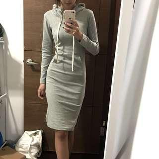 🚚 全新❤️實拍❤️彈性淺灰色連帽貼身緊身洋裝
