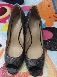 Charles and keith shoes size 39