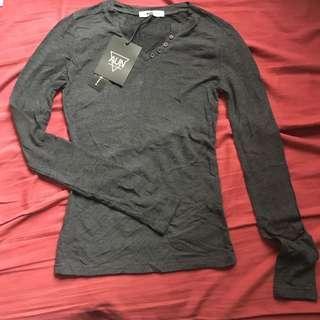 Dark grey long sleeves tee 深灰薄款長袖衫