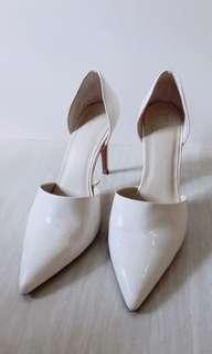 zara basic 氣質滿分優雅款尖頭純白高跟鞋