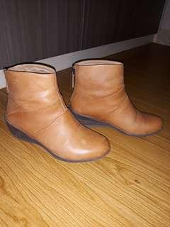 Sepatu boot hush puppies