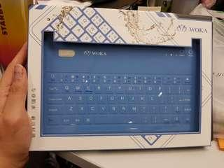 Wireless keyboard for tablet