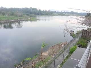 Rumah mewah view danau kota baru