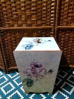 紅木小型儲物箱~$90