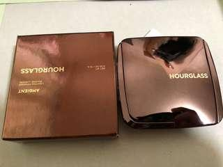 hourglass  powder diffused light