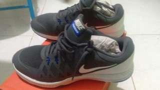Nike Shoes (air epic speed TRII)