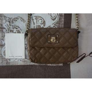 Marc Jacobs Quilted Soft Tan Leather Sling Bag w/ Gold Hardware RRP $759.00 – 100% Authentic