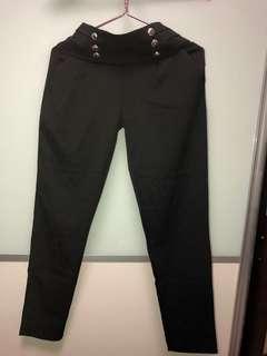 Selling preloved pants $5