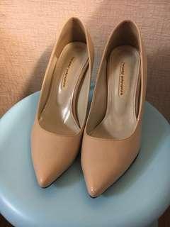 🚚 米色韓貨七公分紅底根鞋