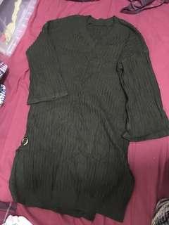 Dark green v-neck long onepiece sweater 墨綠色直條V領長冷衫