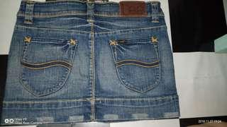 Selling my Preloved Maong Skirt 100% original from LEE