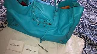 🚚 Balenciaga tote bag ( nice Color comes with dust bag and card)